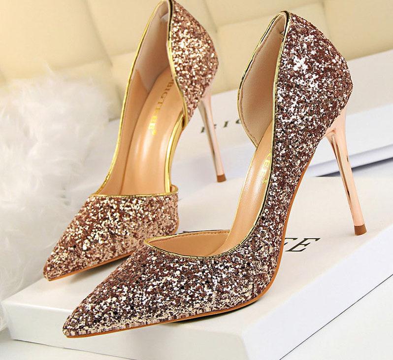 super szpilki zlote dla kobiety buty